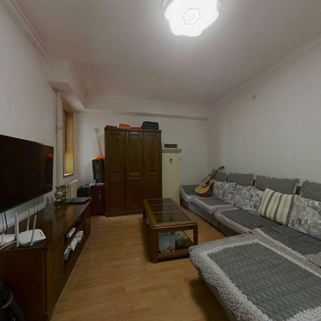 京科苑小区三居室,满五唯一,客厅带有窗户。