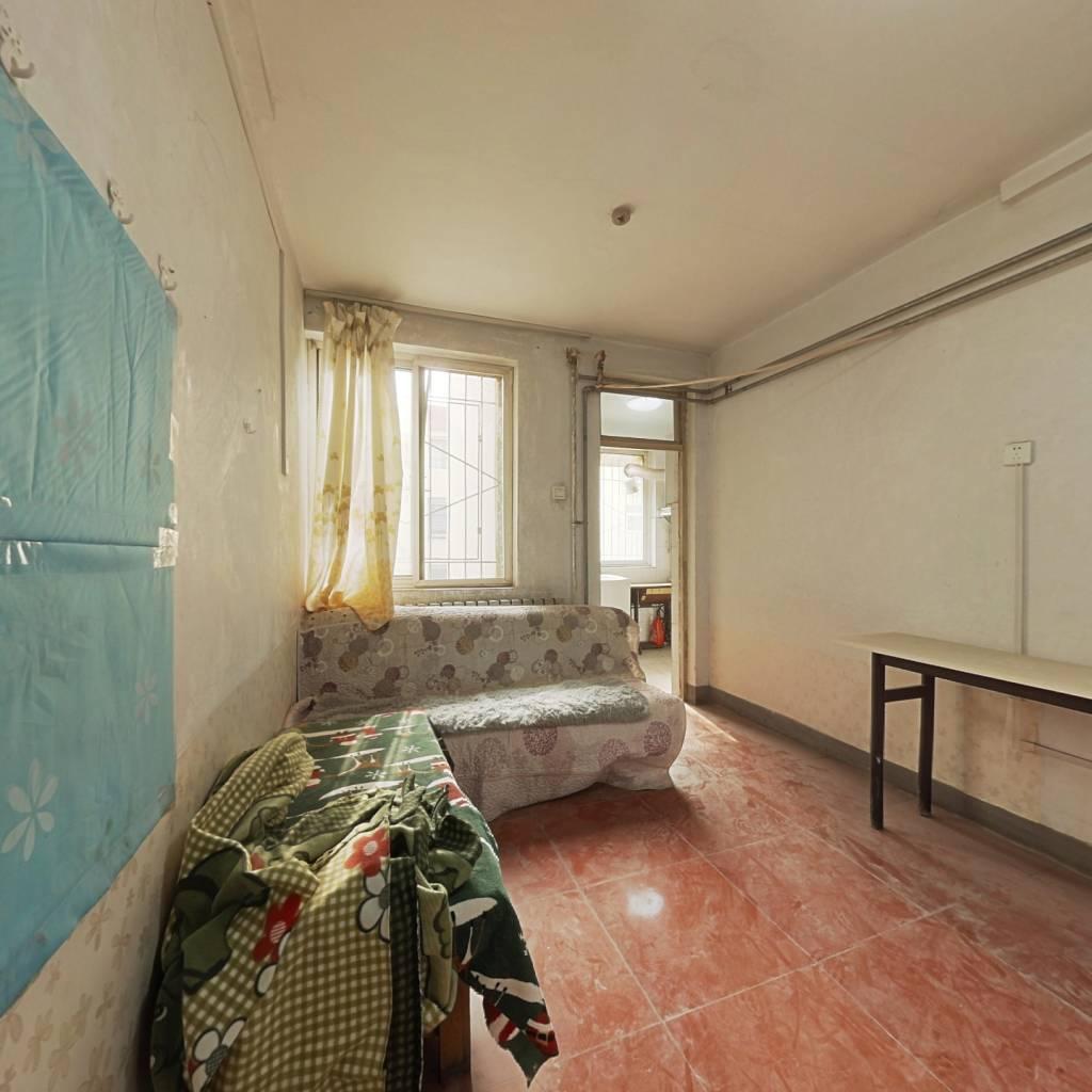 匡山小区正规一居室 交通便利  采光较好。