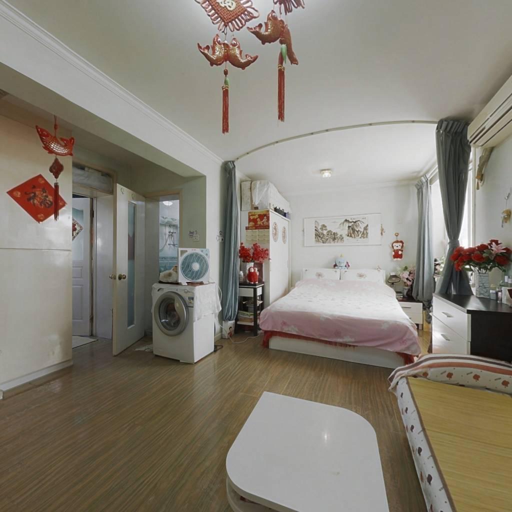 樱花园一居室 精装修 满五年唯一
