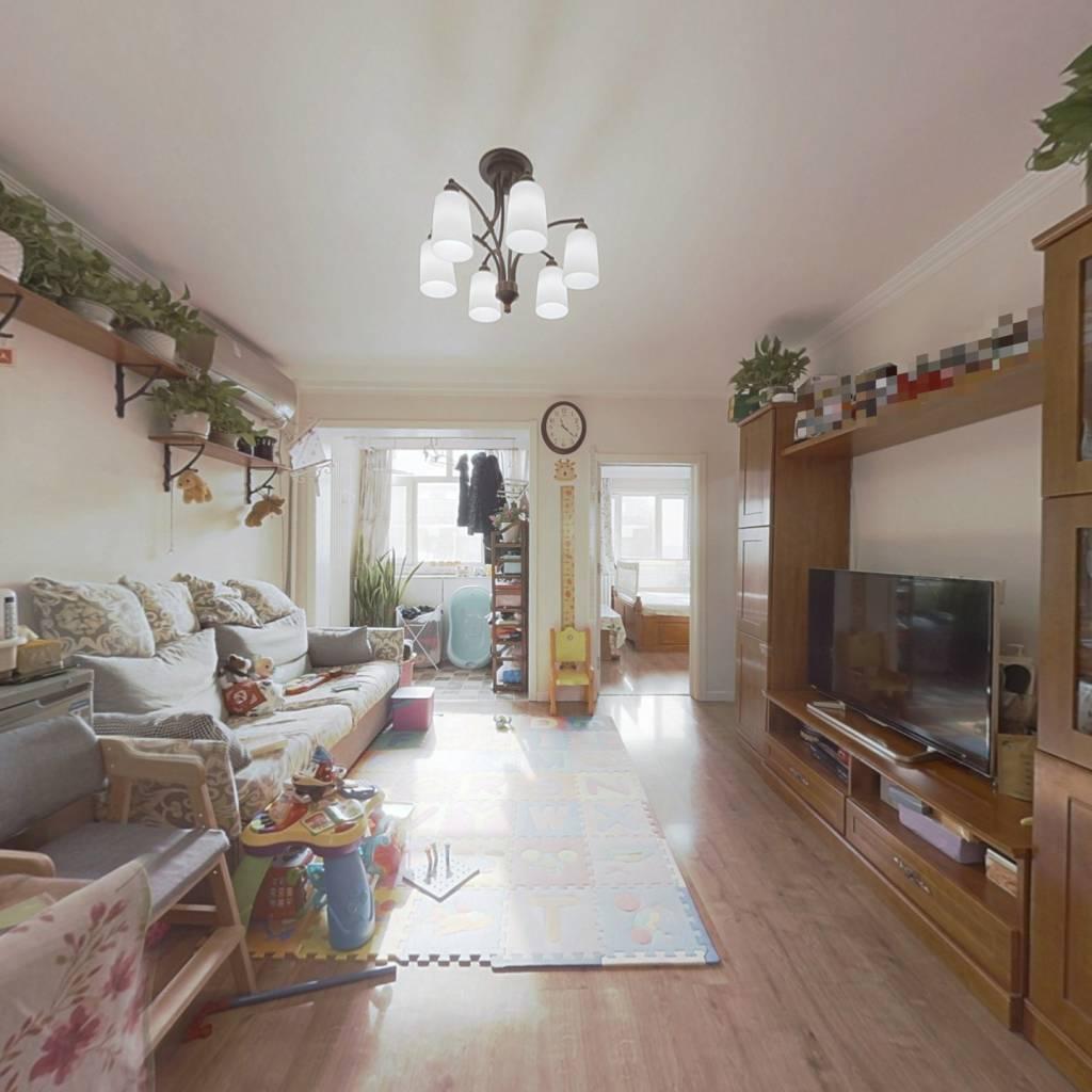 南北通透  两居室 客厅朝南 装修保持干净整洁