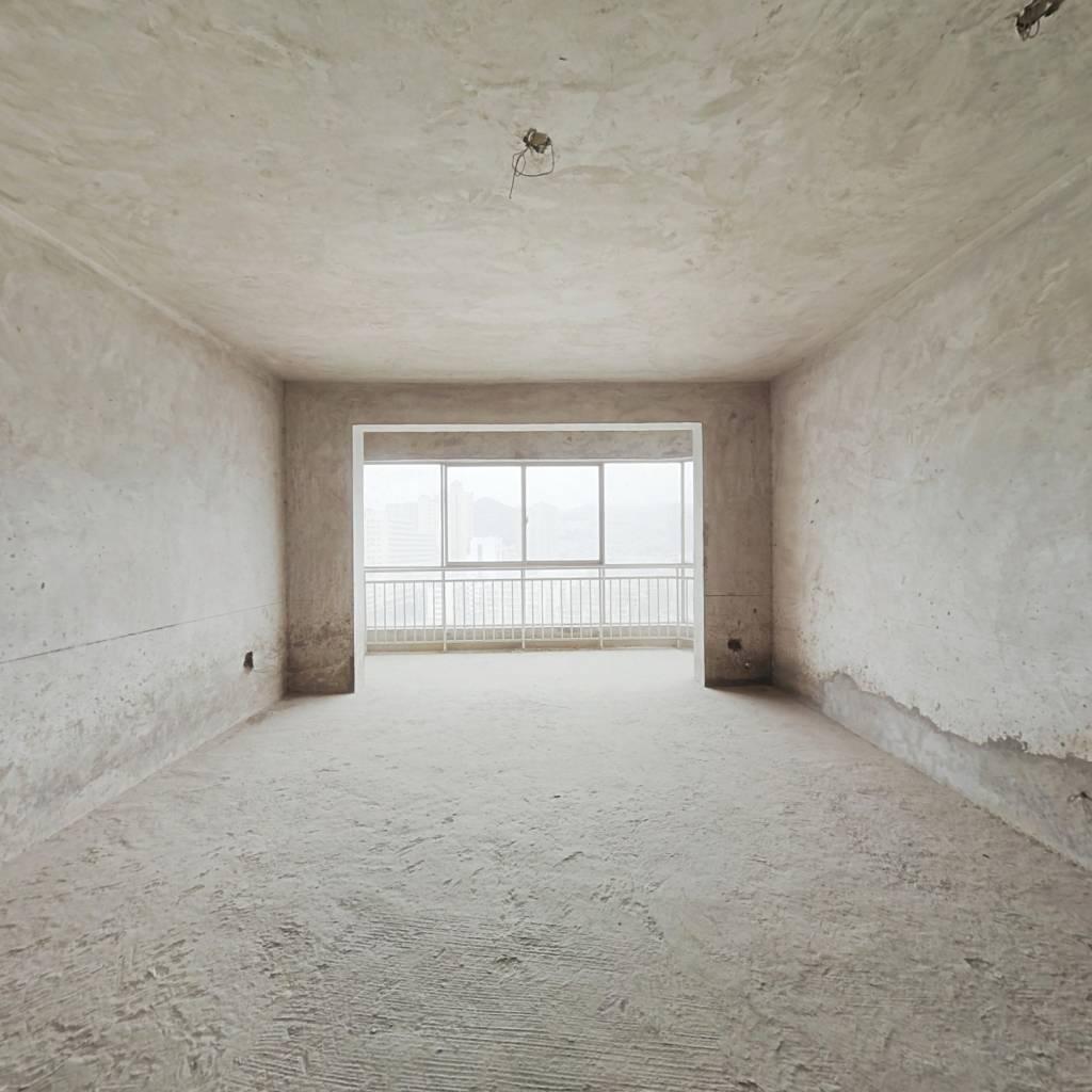 售北京路新华苑4室2厅1厨2卫168平208万