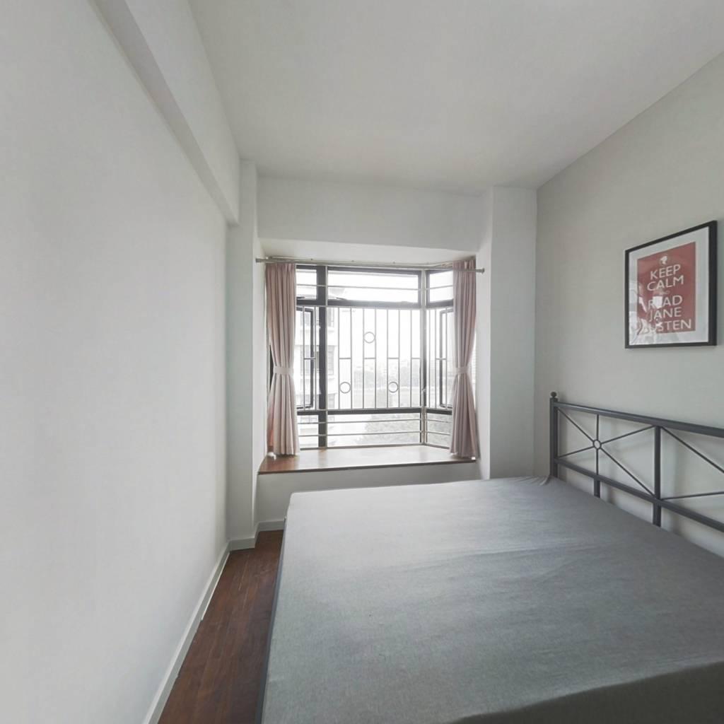 合租·丽江花园丽彦楼 4室1厅 东北卧室图