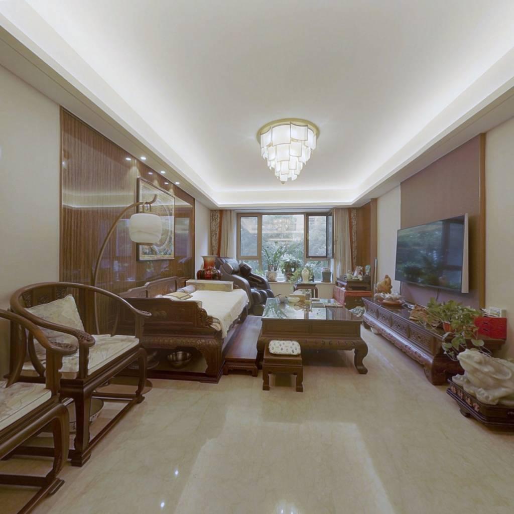 雅颂大苑经典四居室 看房方便 业主诚心出售。