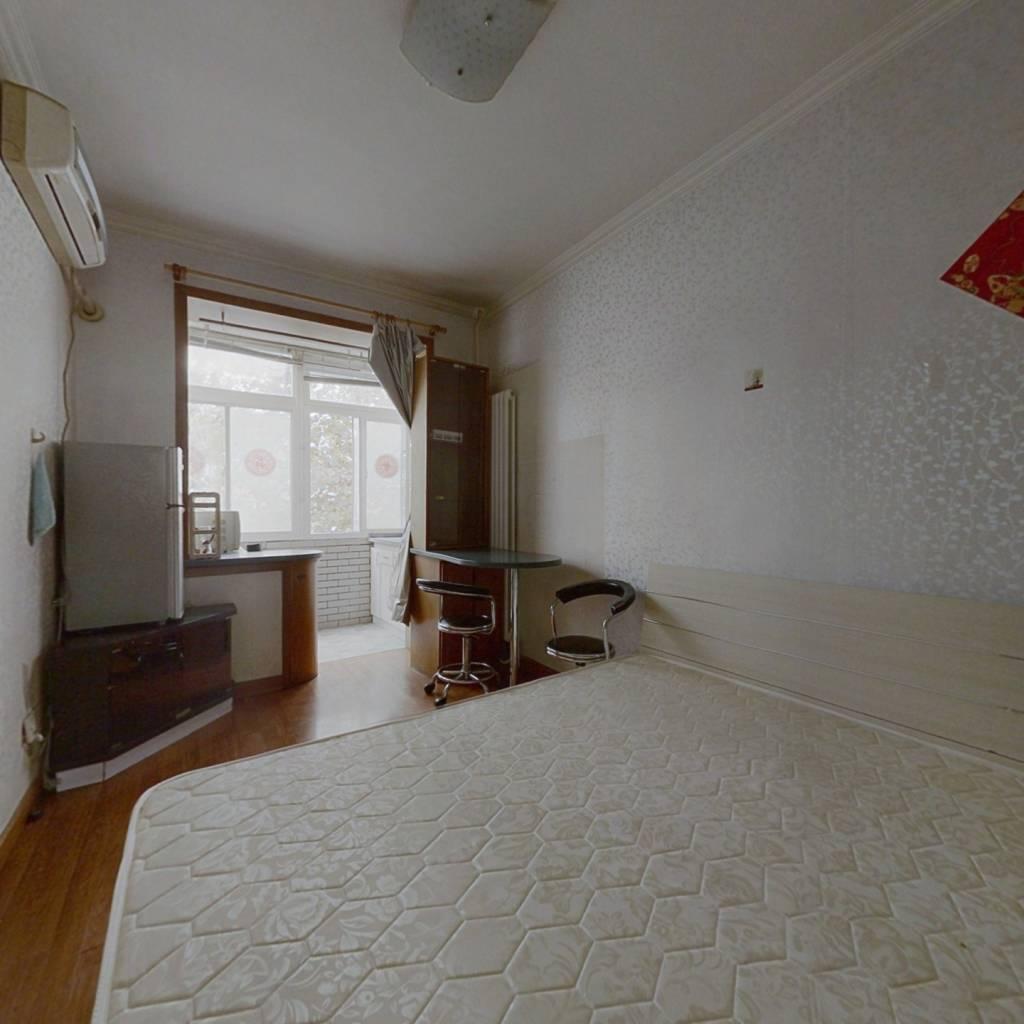 南向中间楼层正规一居室诚心出售