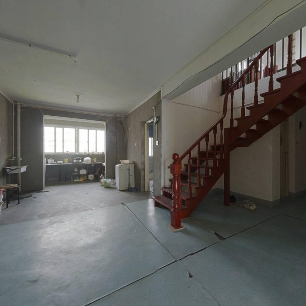 华强苑毛坯复式楼5+1面积219平方带车库33平方诚心出售