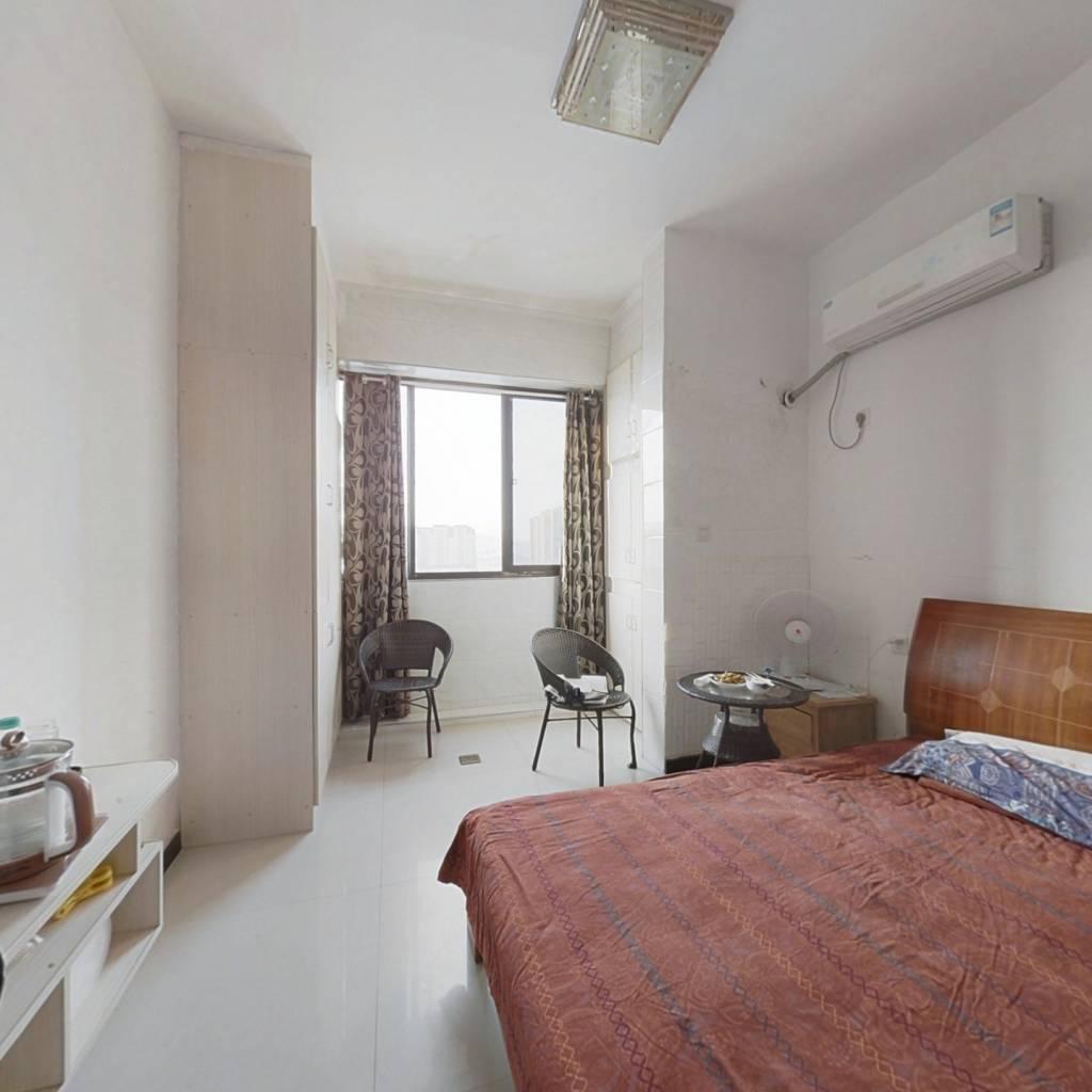 精品公寓楼,交通便利,配套齐全。衣食住行都方便