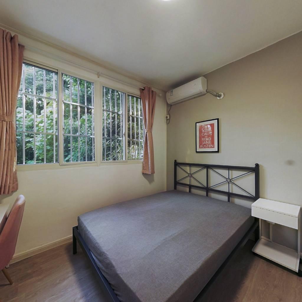 合租·同济新村 3室1厅 东北卧室图