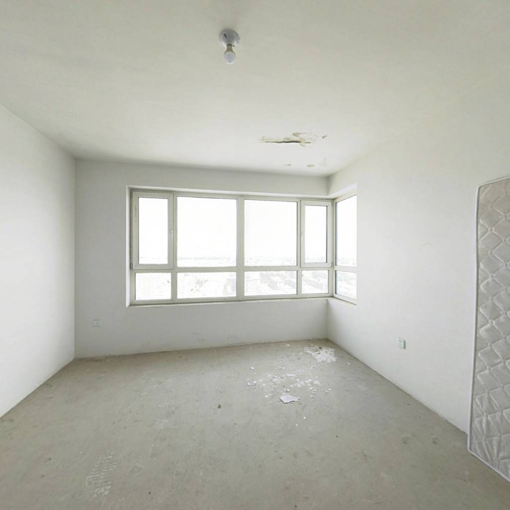 此房为小高层满二,小高层格局方正,看房方便