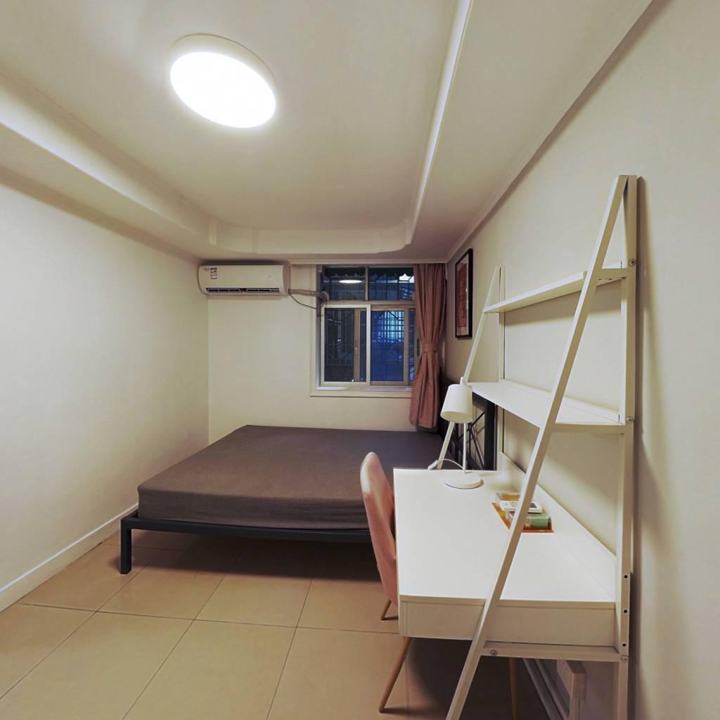 合租·广信白兰花园 4室1厅 西卧室图