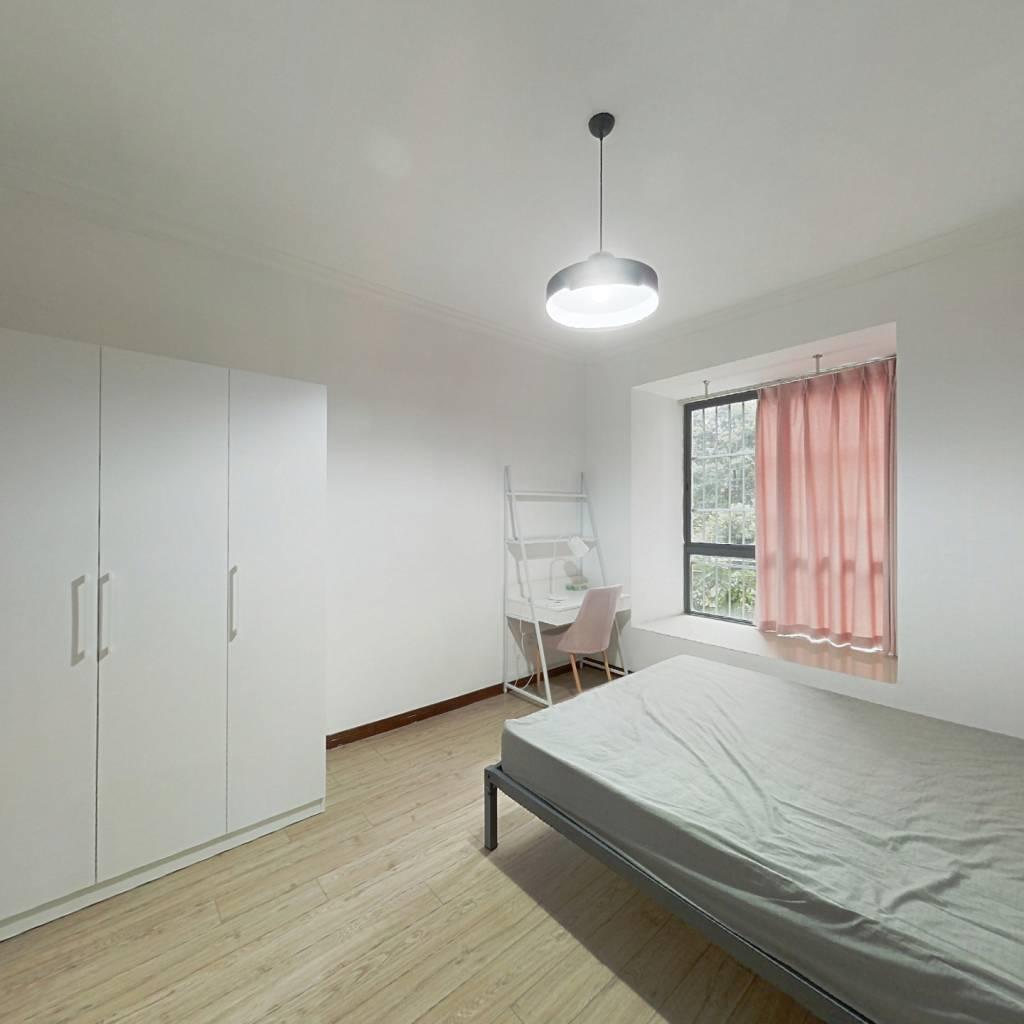 合租·澳龙名城 4室1厅 东卧室图