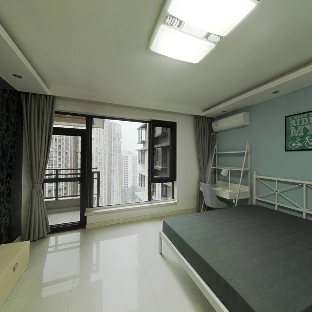 合租·龙湖三千里B区二期 4室1厅 南卧室图