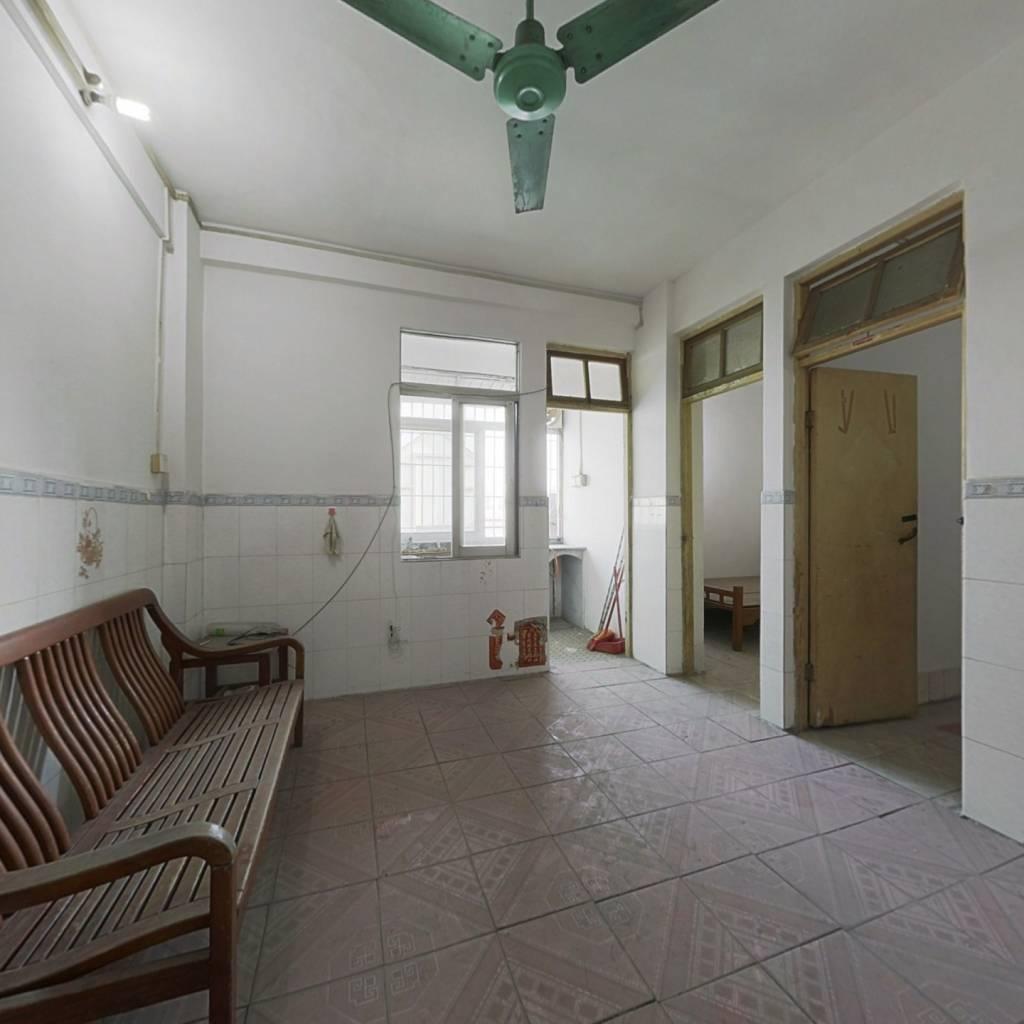 马赛克外墙 简装两房 单边位无遮挡