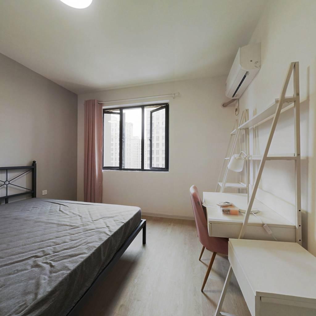 合租·红联九漾华庭▪东区 4室1厅 南卧室图