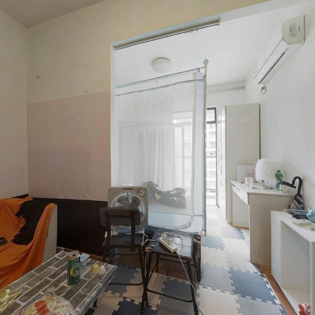 金湾吉林大学旁,精装1房1厅1卫,户型方正。