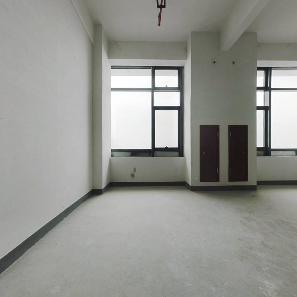 出售 海景公寓 寰海府74.70m² 复式 无遮挡