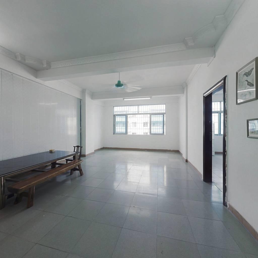 此房满二,阳台东向无遮挡,视野宽阔,采光充足