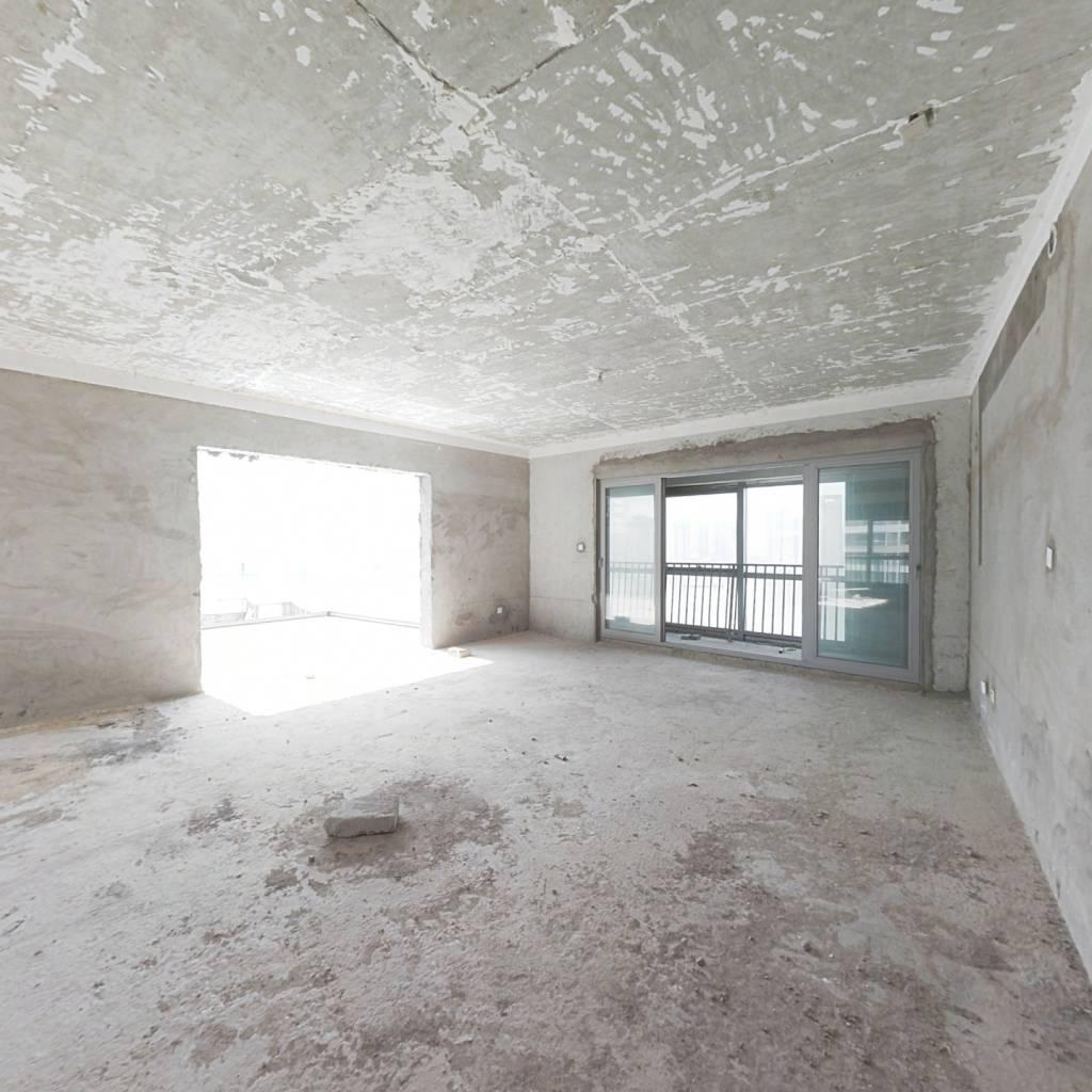 北辰定江洋一线江景品质住宅,大平层视线开阔无遮挡