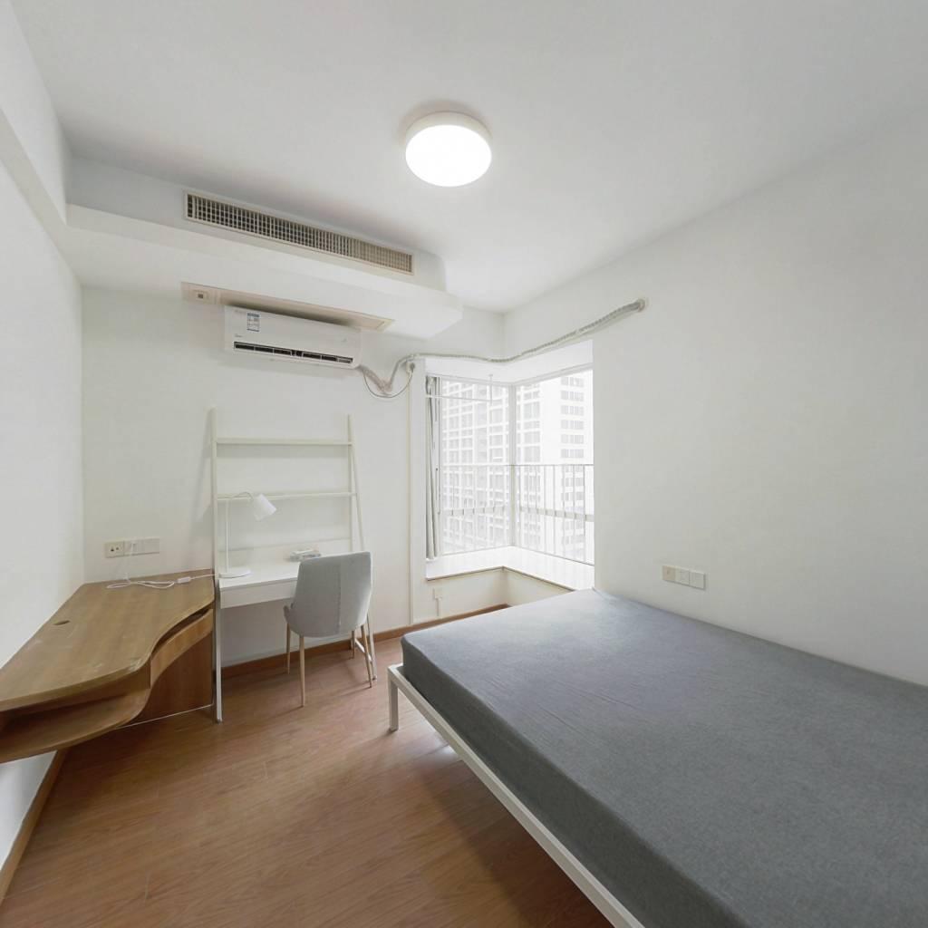 合租·利雅湾 4室1厅 南卧室图