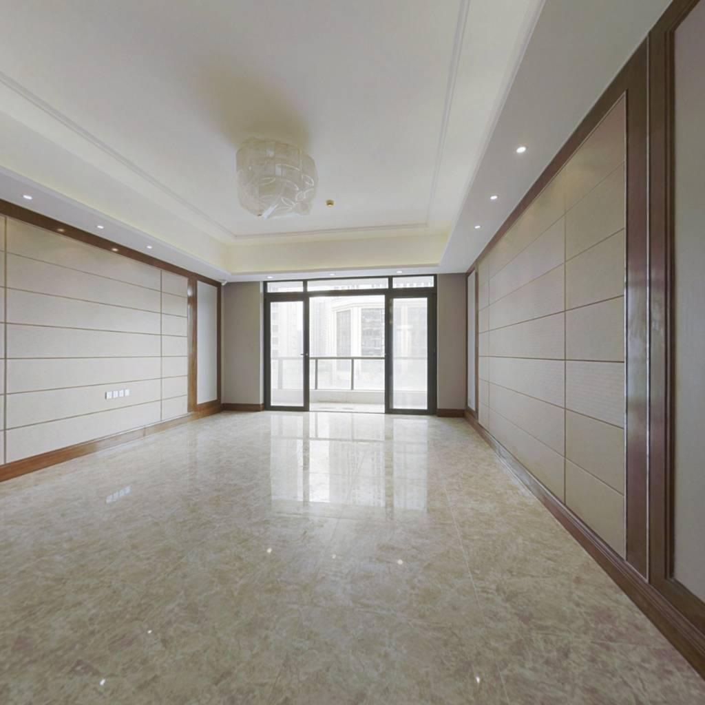 恒大超大平层,独电梯。。。。。。