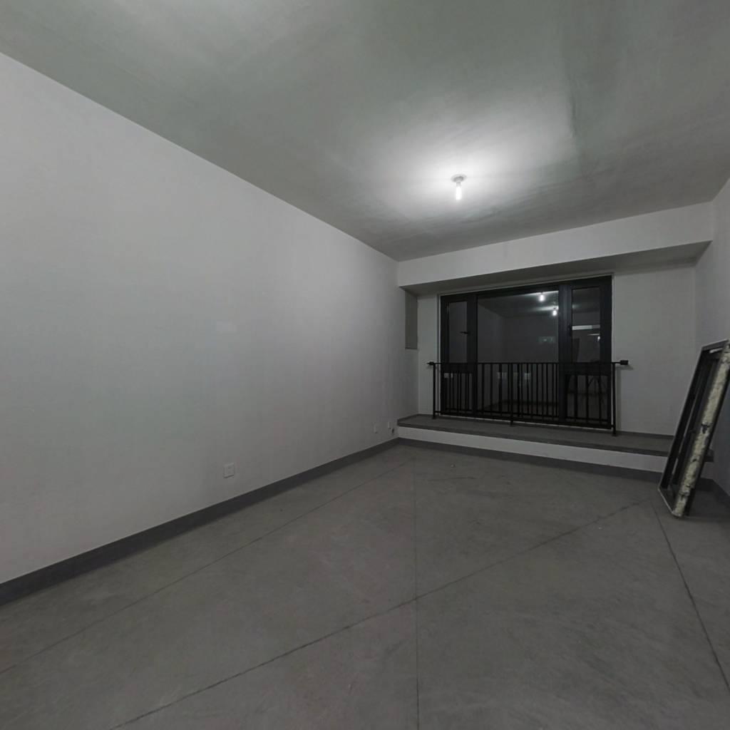 楼层好,中楼层采光视野都不错,毛坯结构清晰,方 便装修