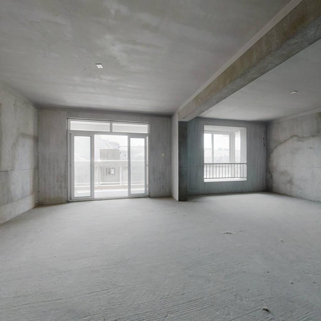 此房南北格局,中间楼层,全明采光