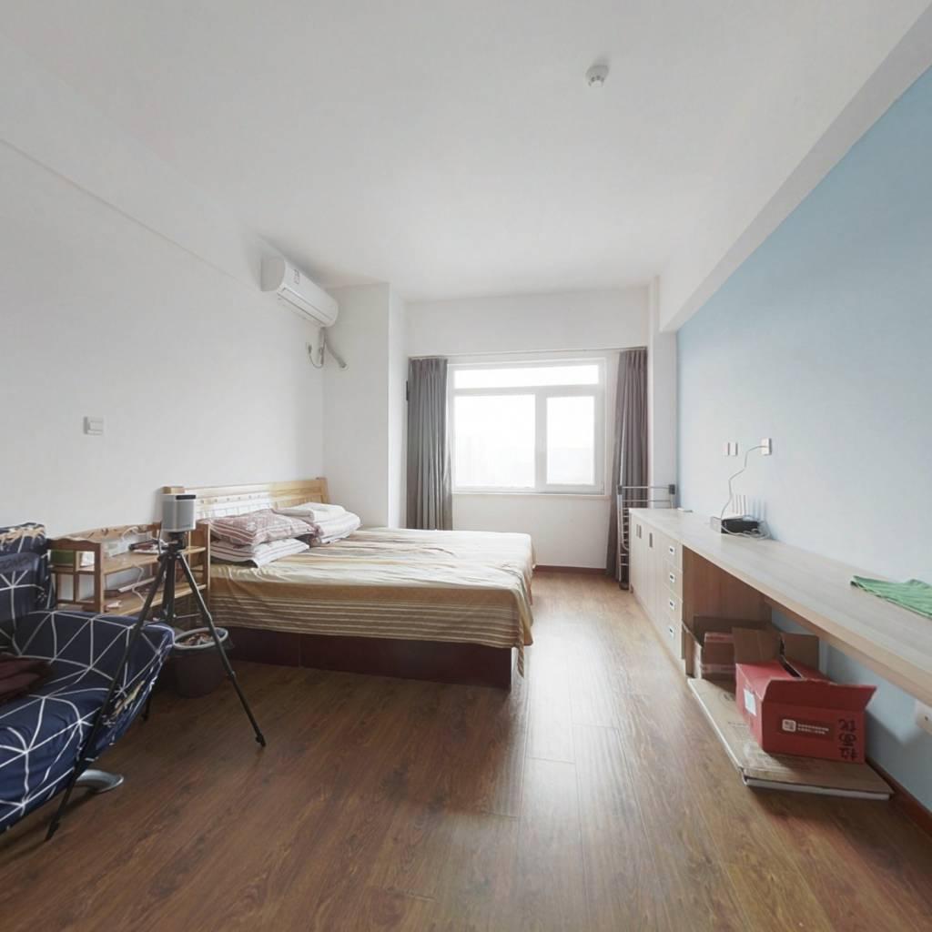 房子一室一厅 看房方便 价格可谈 看房方便 能贷款