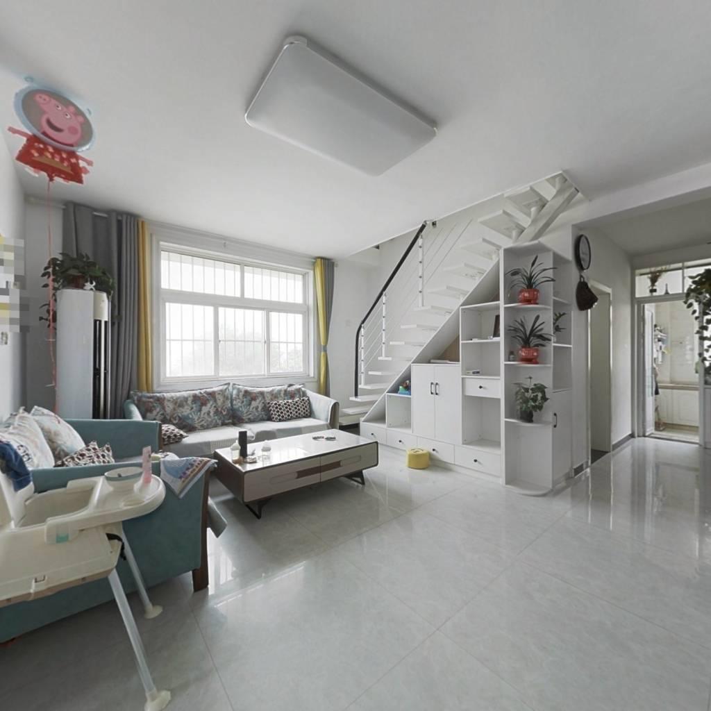 此房户型经典,叠拼,卧室朝阳,出行方便,小区物