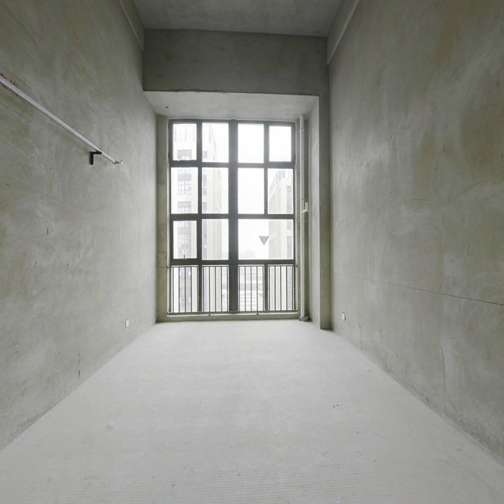 公寓挑高5.4米,复式两房,方正户型,视野宽阔、、、