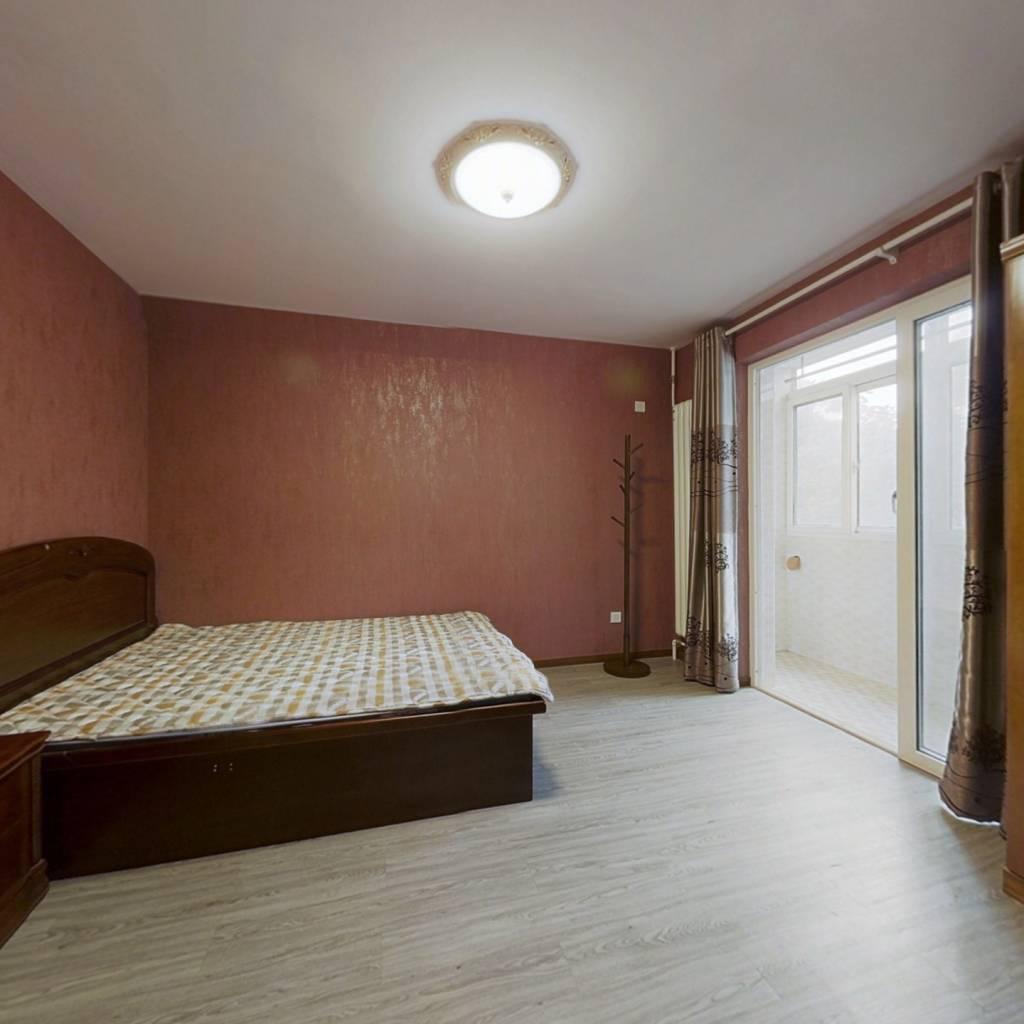 低楼层精装一居室,业主诚意出售,随时配合签约。