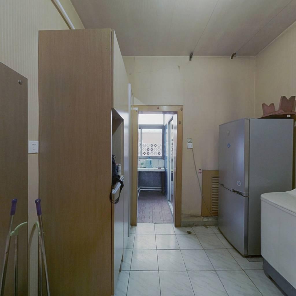 千峰北路单位宿舍,中间层次小户型出售
