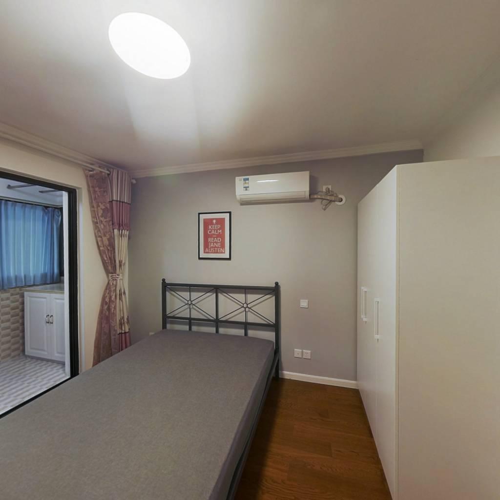 合租·龙博公寓 3室1厅 南卧室图
