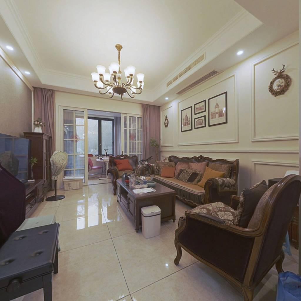房东诚心出售,配套设施齐全,交通便利。