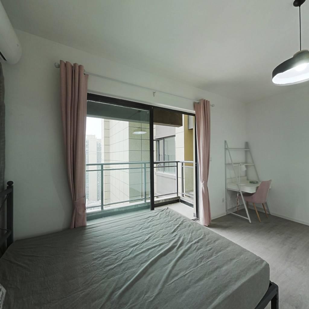 合租·央湖名邸二期 4室1厅 东卧室图