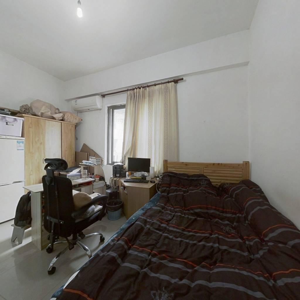 松龙花园 1室0厅 东南