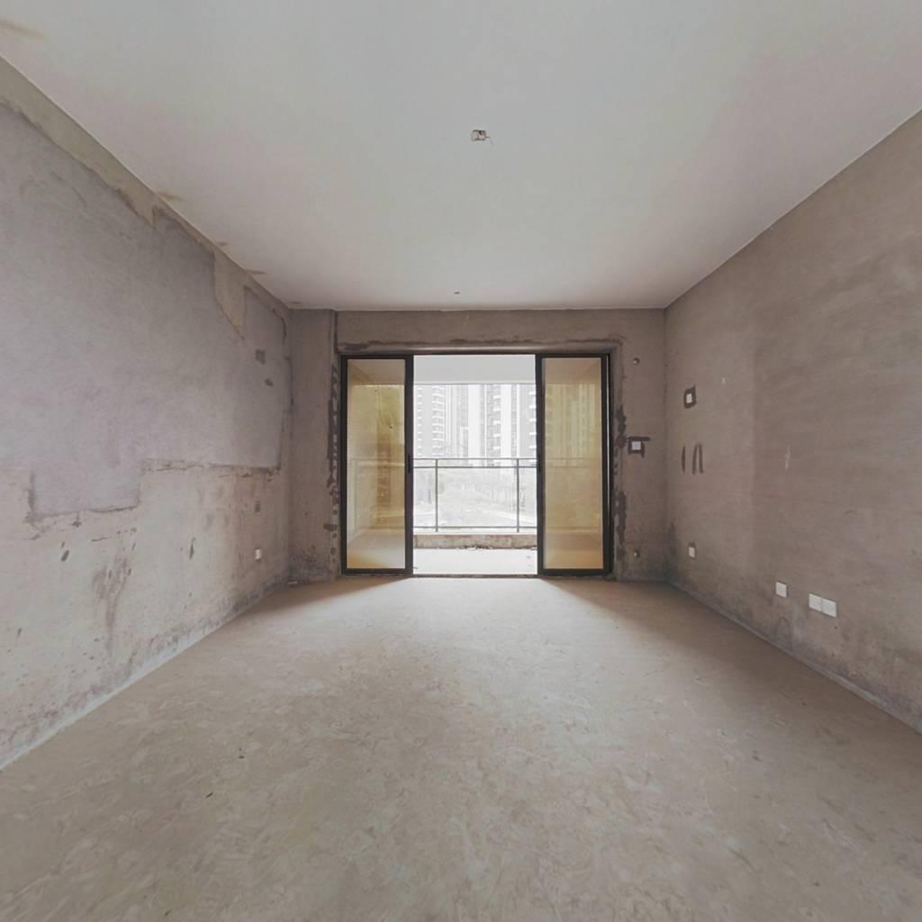 名流印象二期毛坯大四房,小区中间位置,看房方便