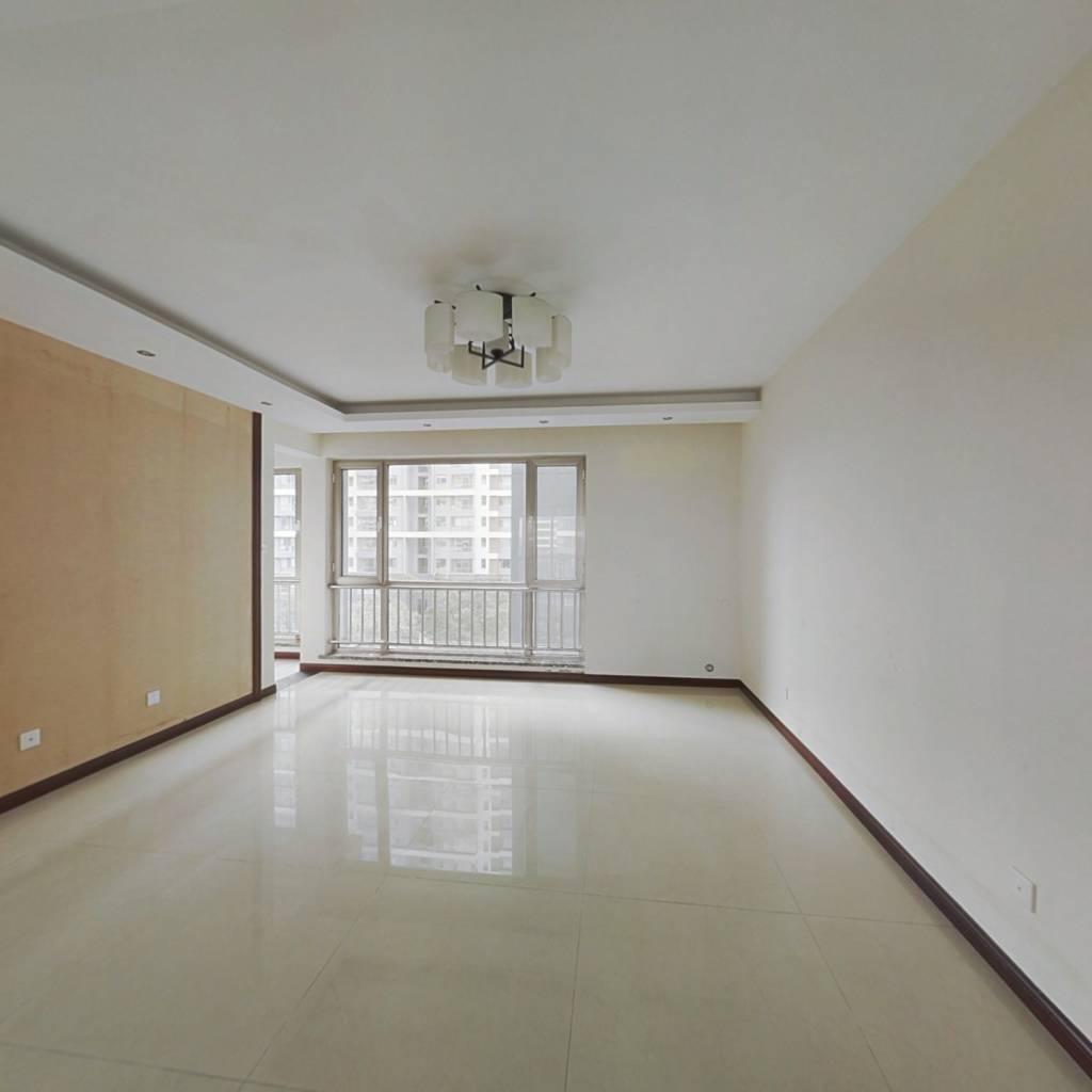 华府精装地暖三居室 满五唯一 看房方便有钥匙