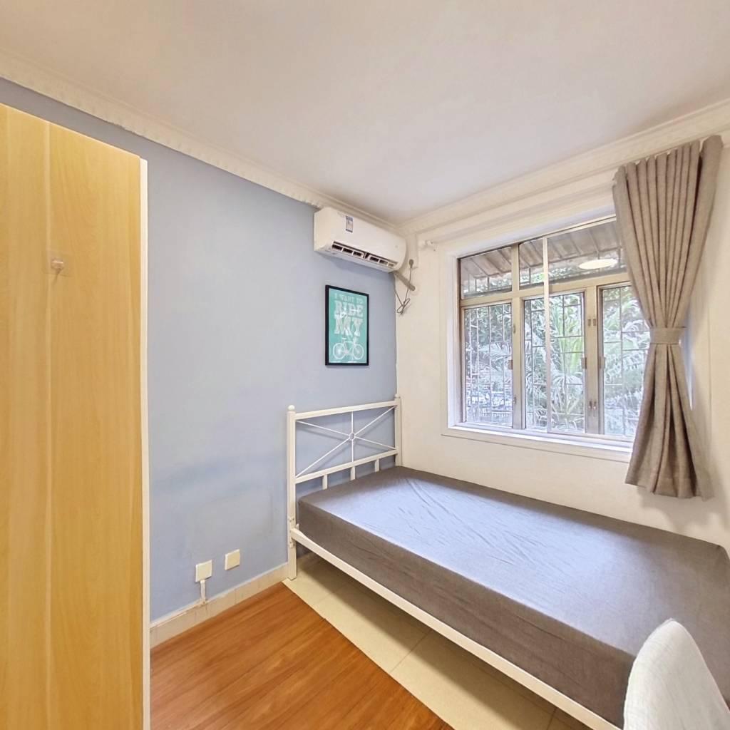 合租·世界花园 4室1厅 北卧室图