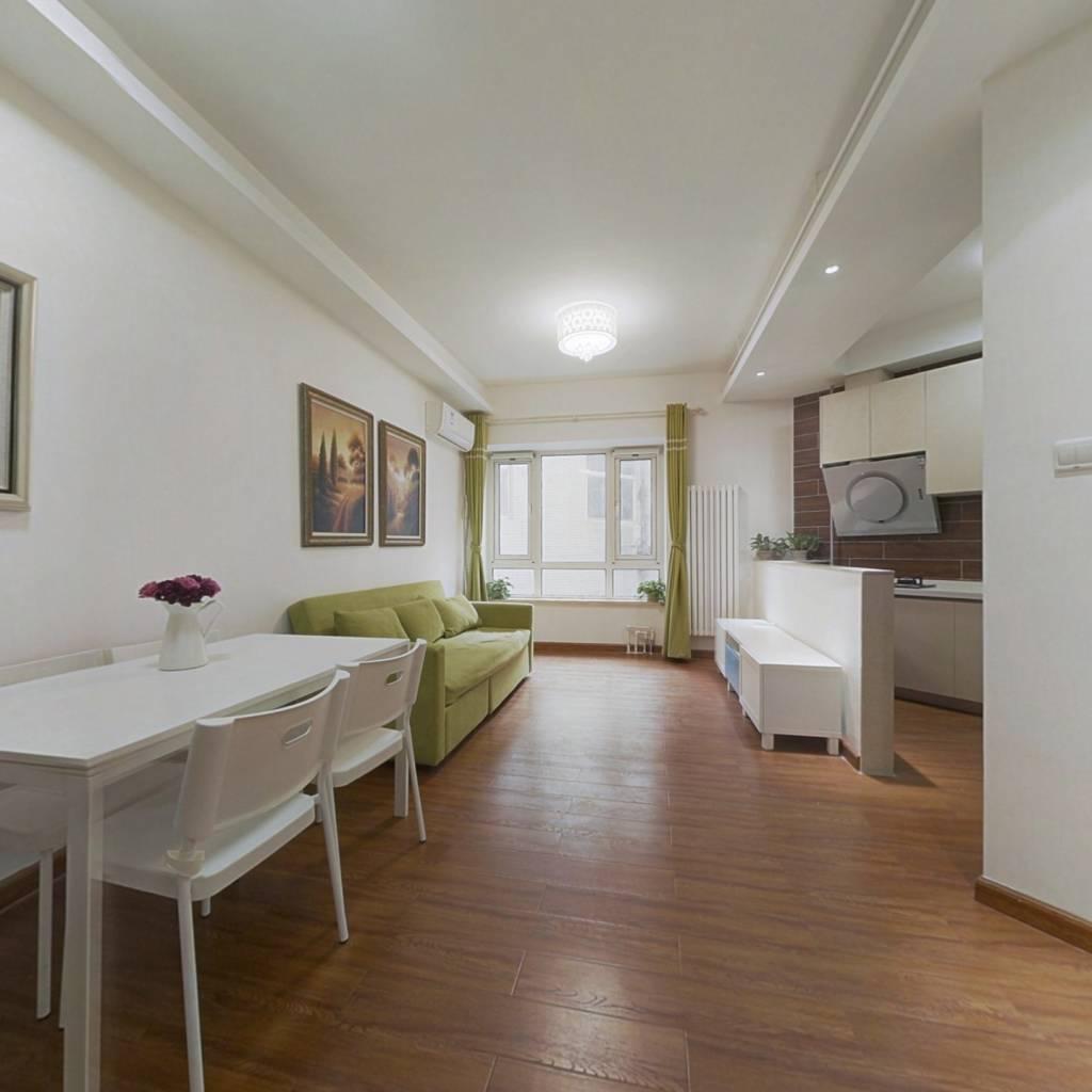 精装修,层高3.3米,95年建成,钢混结构,带客厅