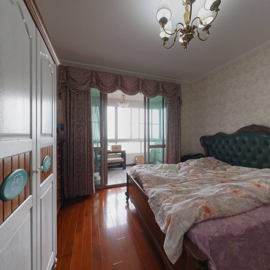 整租·世茂湖滨花园(公寓) 4室2厅 南