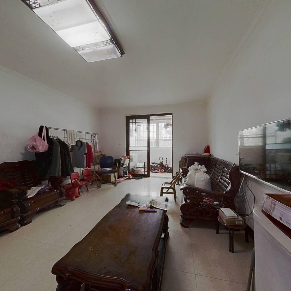 此房满5唯一。南北通透。还有60平地下室