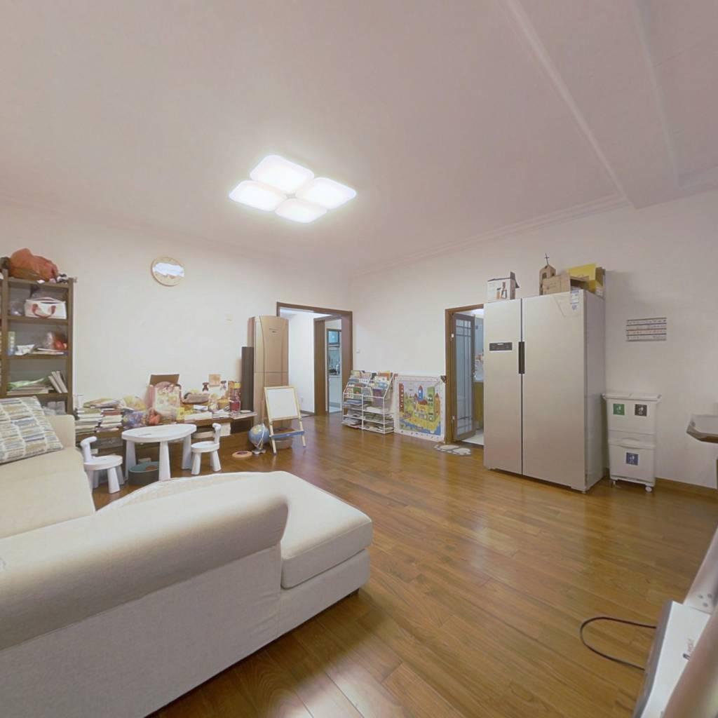 紫金庄园正规三居室,两个卧室朝南,一个卧室朝东