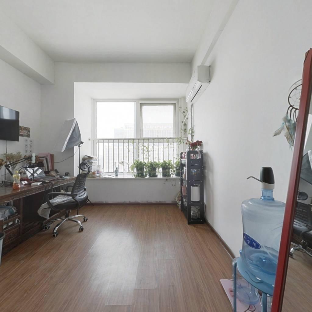 青年城公寓,户型方正,三室两厅,随时看房。