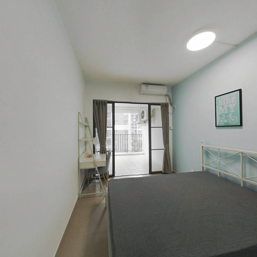 合租·龙光峰景华庭 4室1厅 东卧室图