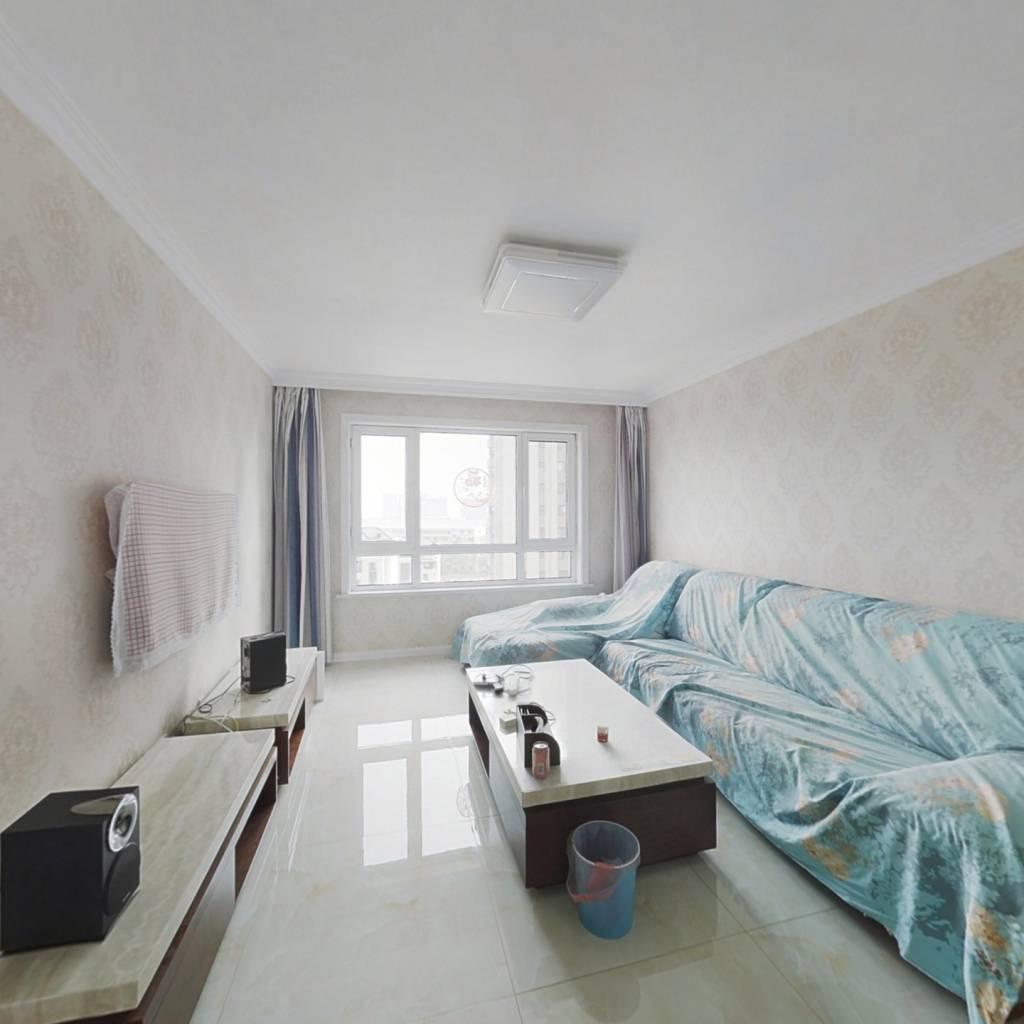 此房满五 精装修未住 中间楼层全天采光 看房方便