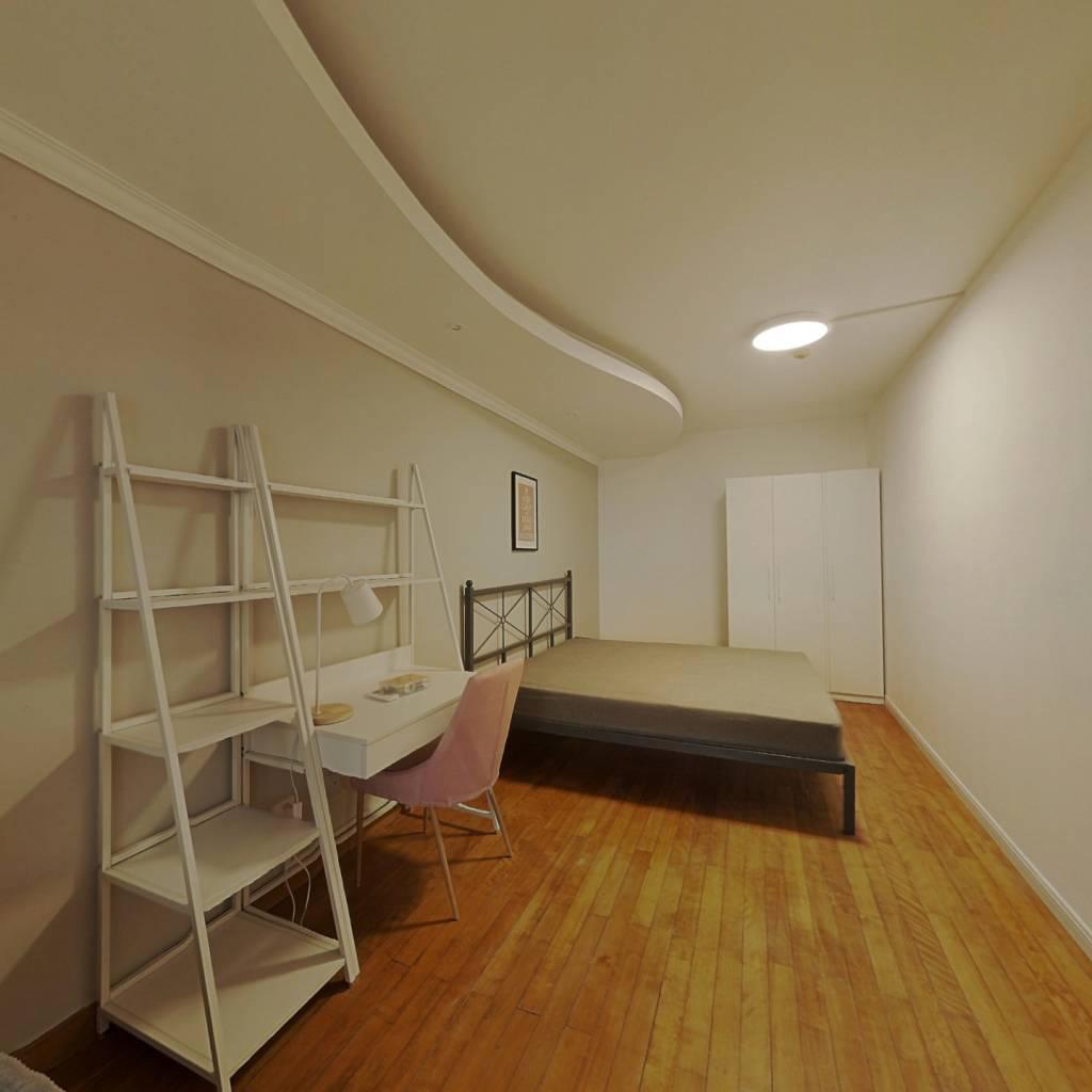 合租·亚运花园 4室1厅 东卧室图