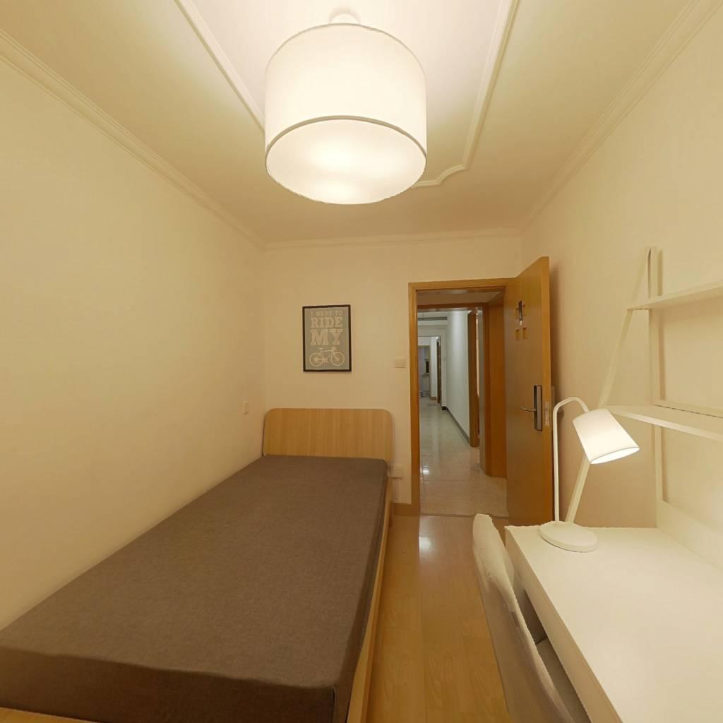 合租·皂君庙甲16号院 3室1厅 西南卧室图