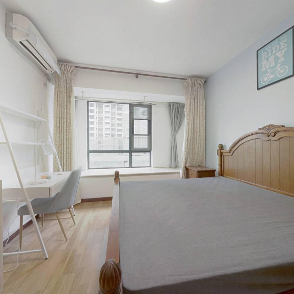 合租·华润凤凰城一期 4室1厅 东卧室图