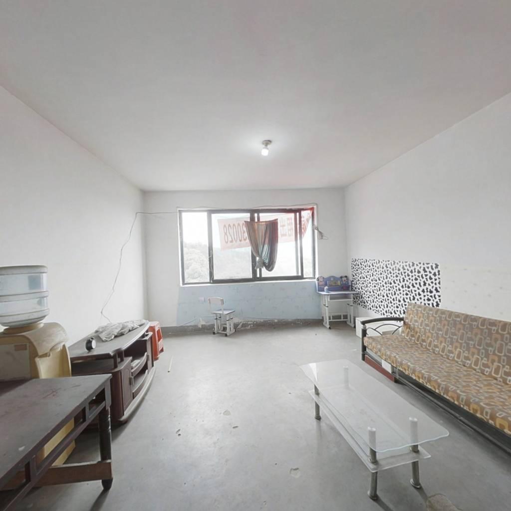 三室二厅二卫   中间楼层   地铁