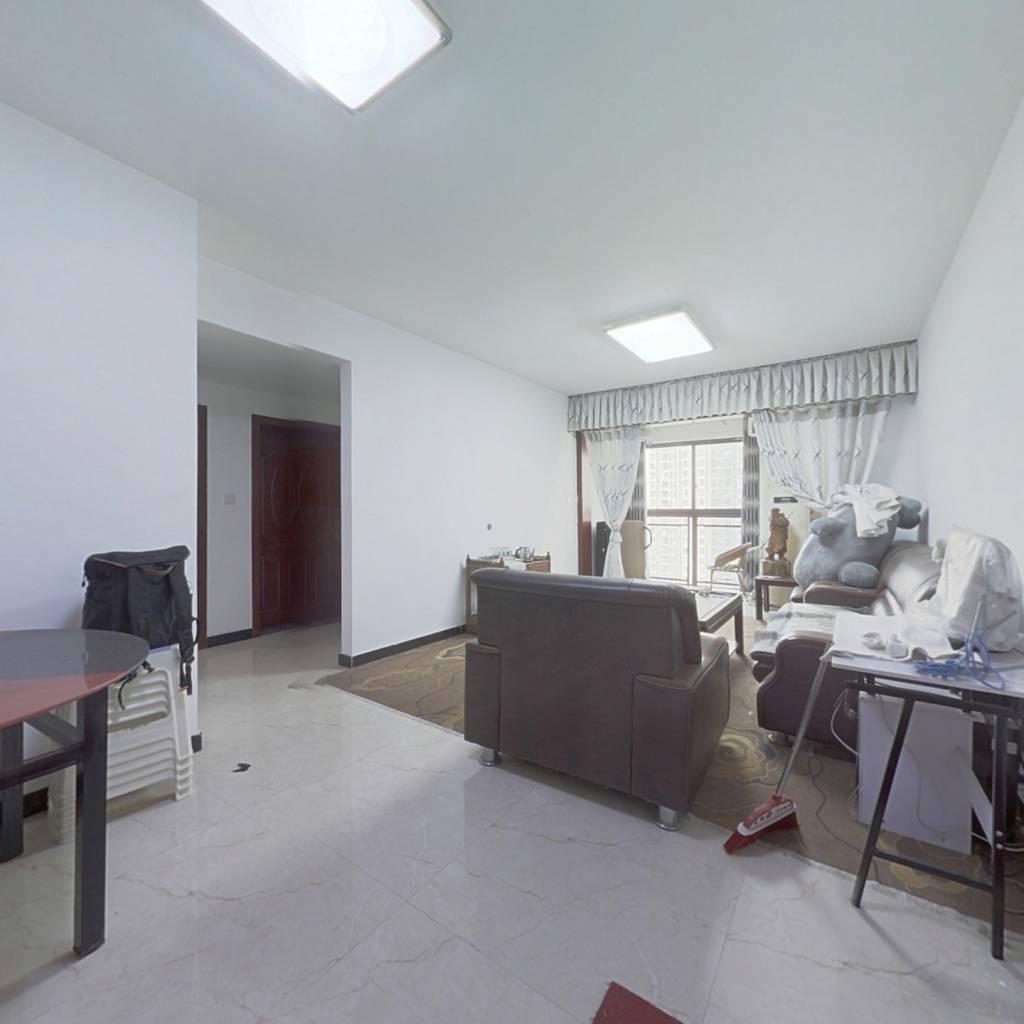 此房是正规的三房一厅,价格便宜,精装修,保养好!