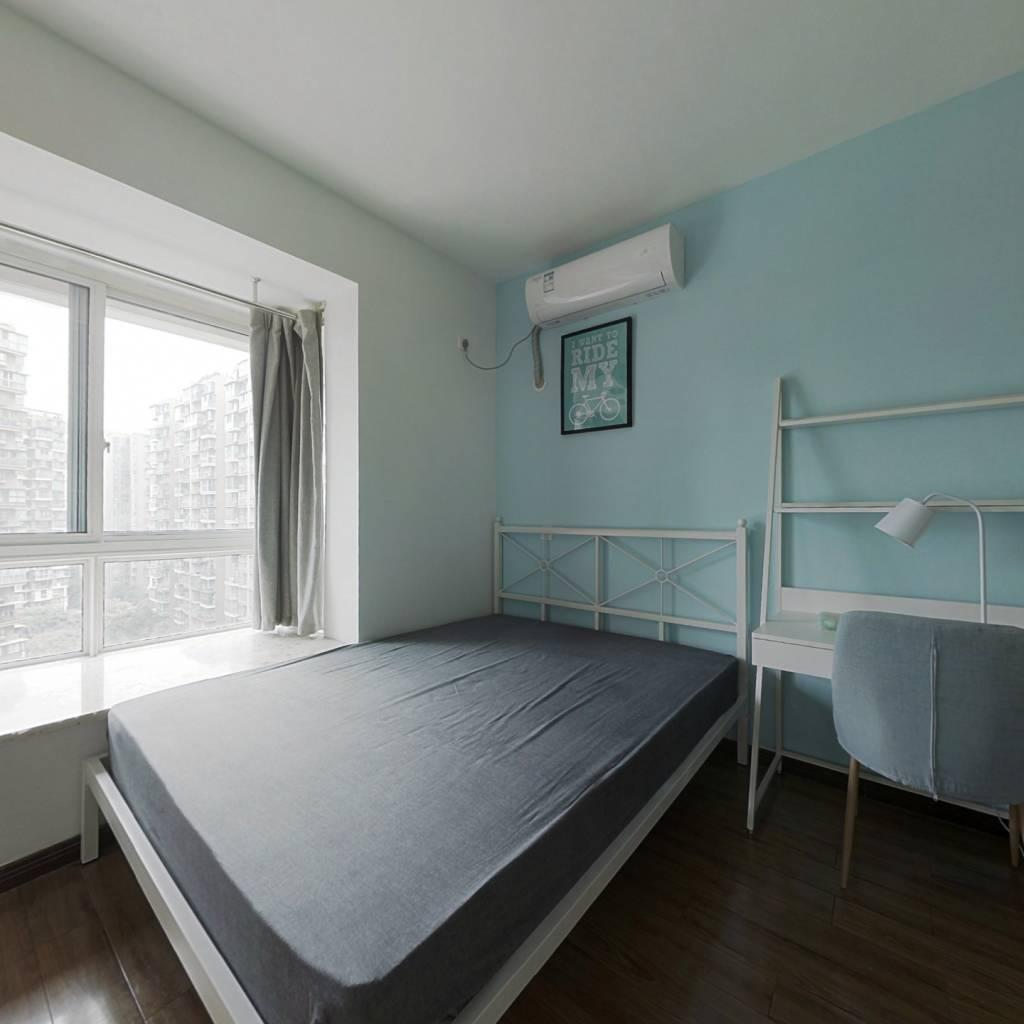 合租·北回归线一期 4室1厅 南卧室图